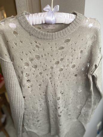 Серый свитер на девушку!