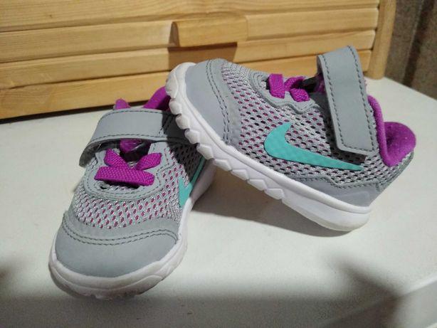 Buty Nike, rozmiar 19