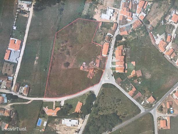 """Terreno com Casa de Habitação """"com viabilidade de mais construção"""""""