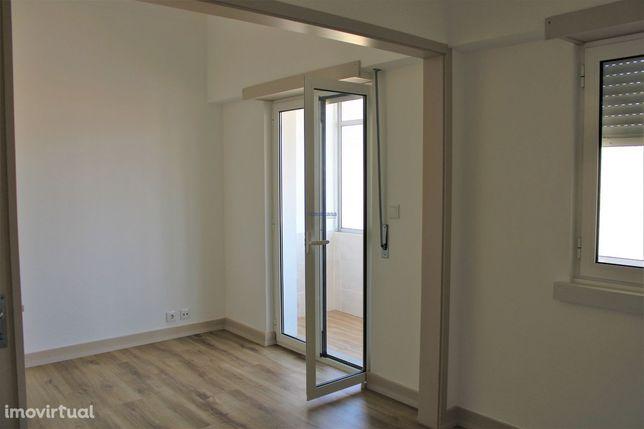Apartamento T3 renovado para arrendar em Eiras, Coimbra