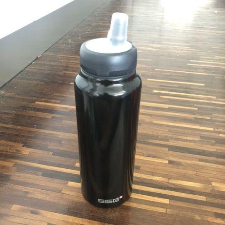 SIGG 0,75L aluminiowy bidon butelka Swiss Made czarny lekki rower