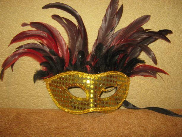 маскарадная маска с перьями 20 см