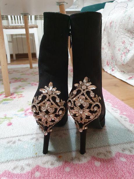 Cudowne botki ozdobne czarne