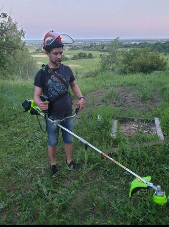 Покос травы в городе и за его  приделами