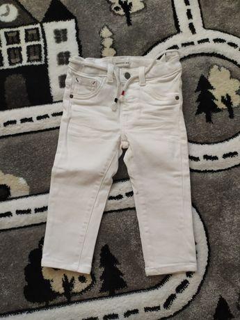 Reserved białe jeansy 86