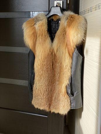 Кожаная жилетка с натуральным мехом лисы!