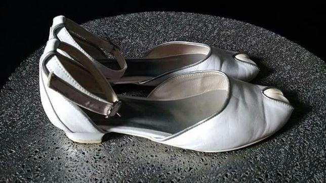 Buty komunijne dziewczęce rozm.34 całe skórzane.