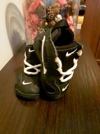 Adidasy dla niemowlaka. Nike.