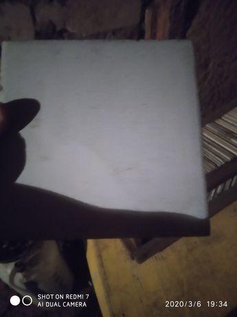 Квадратная белая плитка