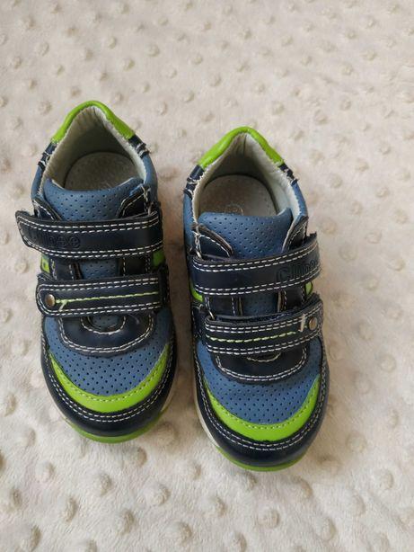 Buty chłopięce, kapcie, adidasy, 22,23,24 do przedszkola, samochód