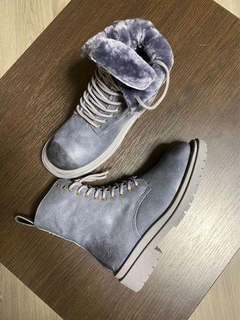 Теплые ботинки Ugg из натуральной кожи с натуральным мехом