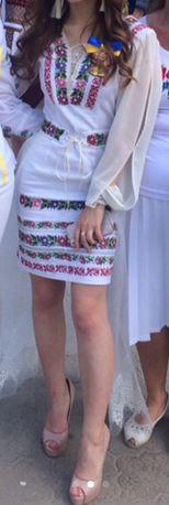Вишита сукня для дюймовочки