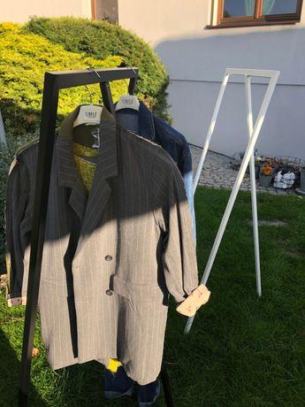Metalowy wieszak na ubrania