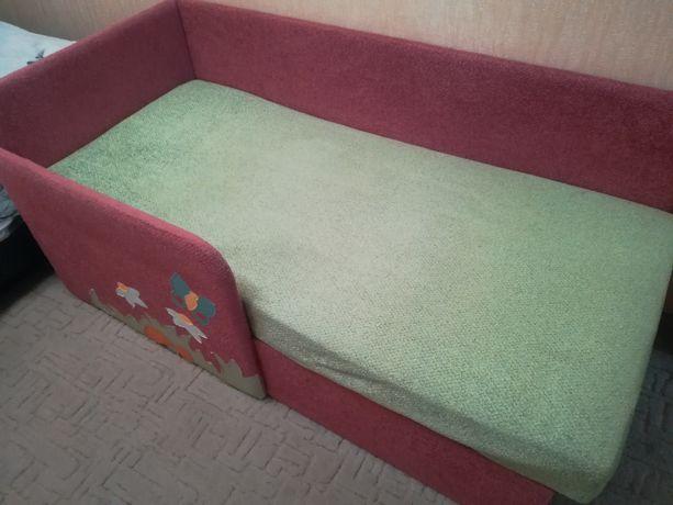 Продам детский диван б/у