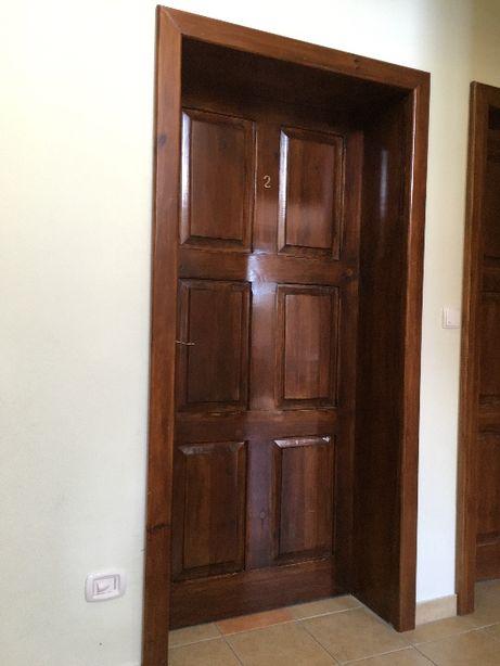 Drzwi wewnętrzne drewniane z futryną i klamką solidne