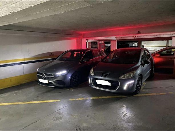 Dois lugares de garagem para arrendamento no centro da cidade