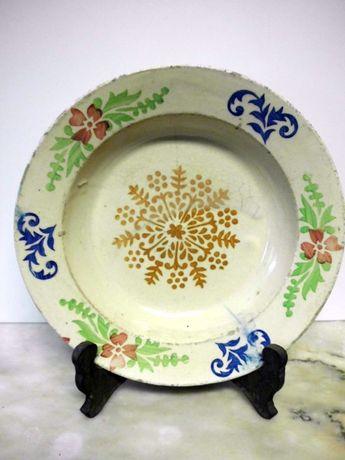 lindo antigo prato em faiança portuguesa com flores