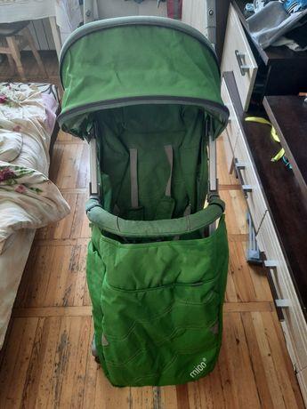 Легкая, удобная коляска, раскладывается до лежачего состояния, складыв