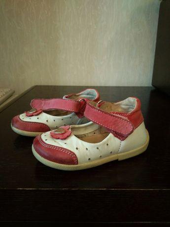Туфельки, босоножки, чешки, макасины, туфли
