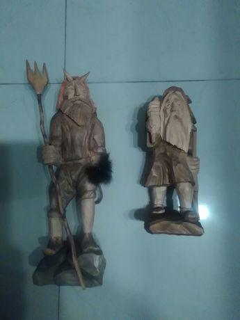 Figurki recznie rzezbione