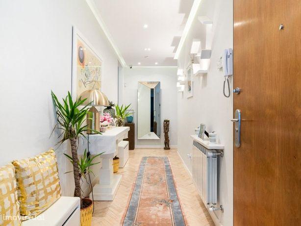 Apartamento T3+1 totalmente renovado recentemente, com ex...