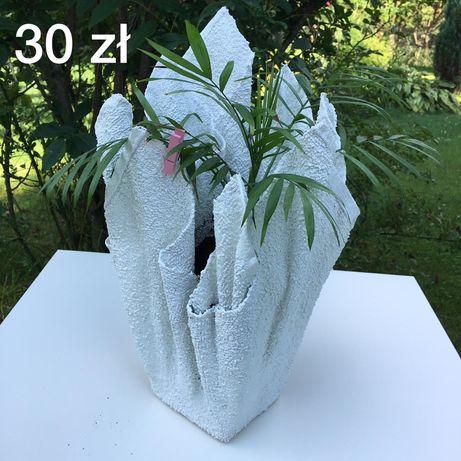 Kompozycja kwiatowa, doniczka z cementu rękodzieło