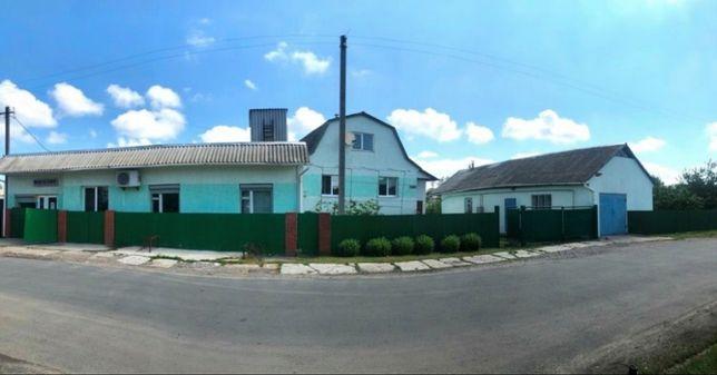 Два будинки в центрі с. Геронимівка на одній ділянці