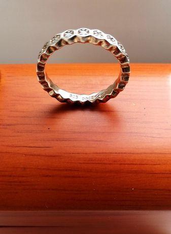 Кольцо 925 серебро в позолоте с камнями 19.5р.