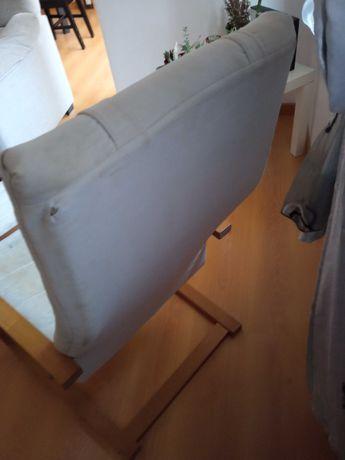 Cadeira usada com apoio de pés