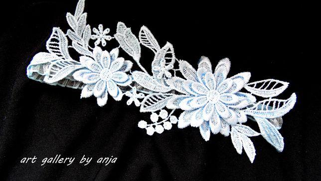 Niebieska koronkowa podwiązka ślubna