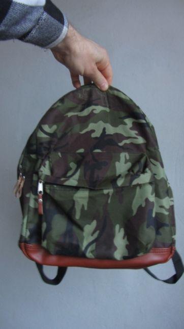 Рюкзак камуфляжный цвет почти новый