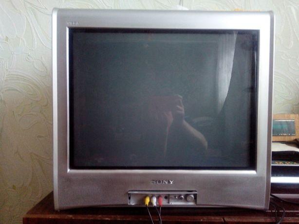 цветной телевизор Сони с пультом, 3,5 тыс.руб