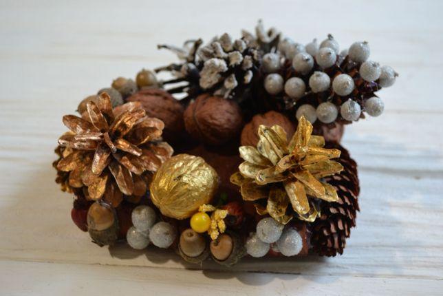 Новорічна композиція, декор із природніх матеріалів