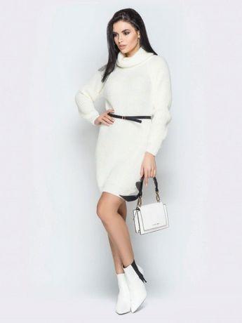 Теплое вязаное платье молочного цвета