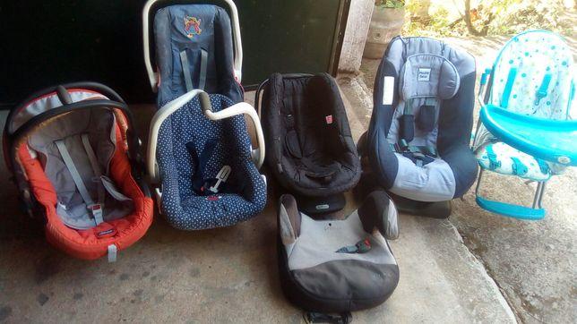 carrinho, cadeira e sombrinhas