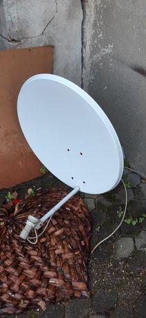 Talerz anteny satelitarnej z konwnterem i wieszakiem
