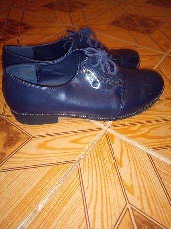 Туфли темно синего цвета