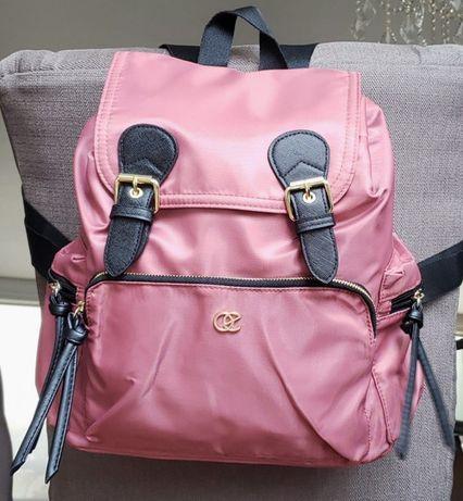 Mochila rosa nova dentro do saco