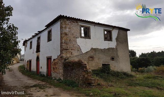 Casa senhorial em ruínas com terreno de oliveiras situado em Pampilhal