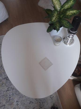 Biały stolik kawowy
