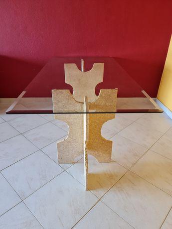 Mesa de jantar em granito e vidro