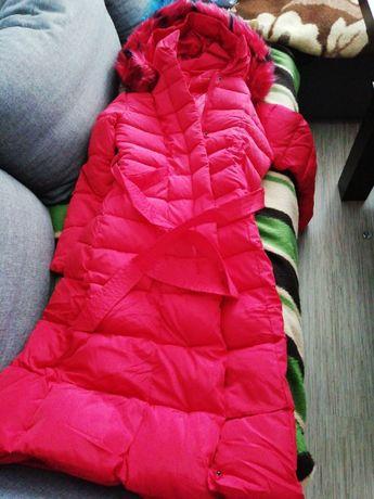 Puchowa czerwona długa kurtka z kapturem