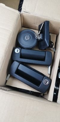 Fiat 126p zestaw klamek korek wlewu zamek maski komplet nowy