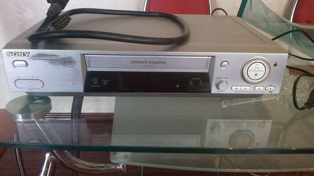 Кассетный видеопроигрыватель/видеоплеер Sony с пультом управления