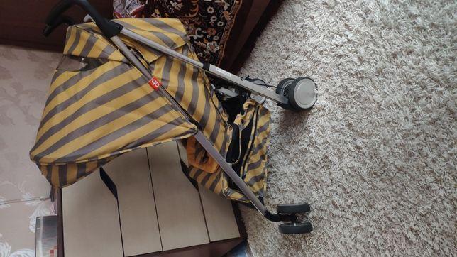 Стильная коляска Geoby d 021