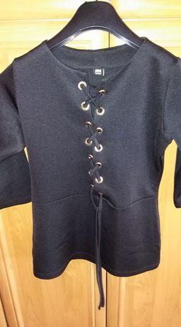 Bluzeczka czarna sznureczki dekolt