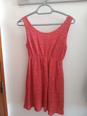 Mini-vestido em renda rosa salmão. Marca INSIDE
