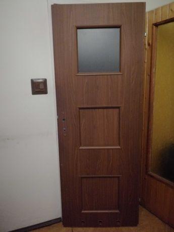 Drzwi wewnętrzne pokojowe brazowe prawe 70