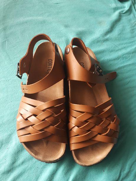 Sandálias em pele n36