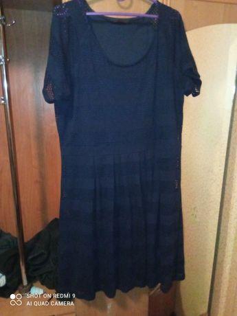 Срочно отдам женское платье за шоколадку, размер от 52до 54